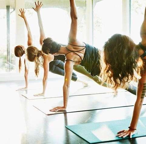 pilates, yoga, cours en groupe, plein air